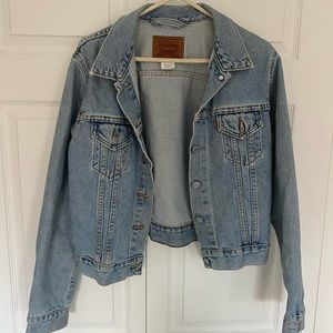 Size M Levi's denim jacket